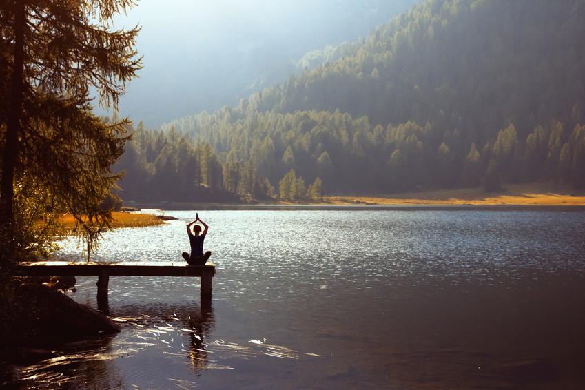Reisen und Wohlfühlen und Yoga